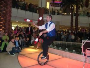 jonglör, cambaz, jonglör gösterisi, cambaz gösterisi, izmir jonglör, jonglör telefon, jonglör iletişim, jonklör kiralama, jonglör gösterisi fiyatı, jonglör fiyatları